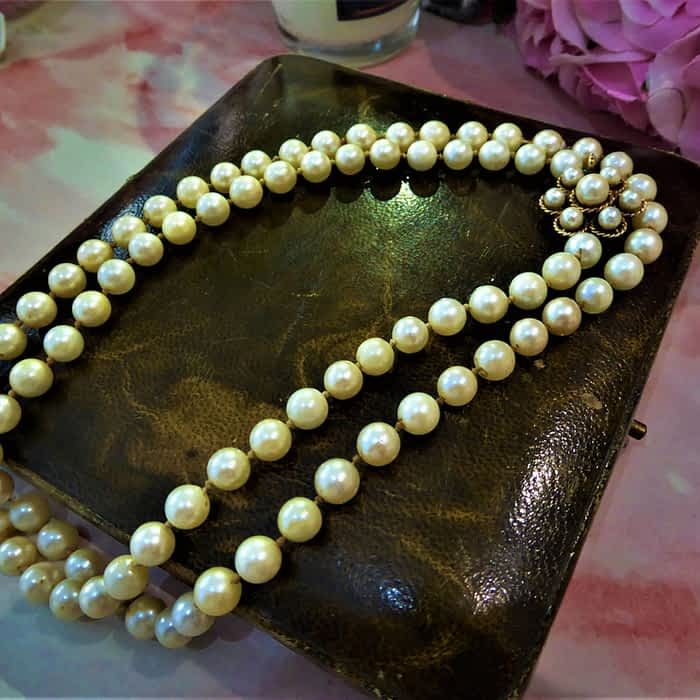 1930s cultured cream coloured pearls with 9ct gold clasp