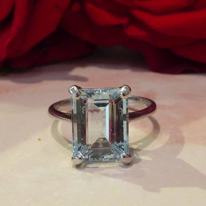 Aquamarine ring, 9ct white gold