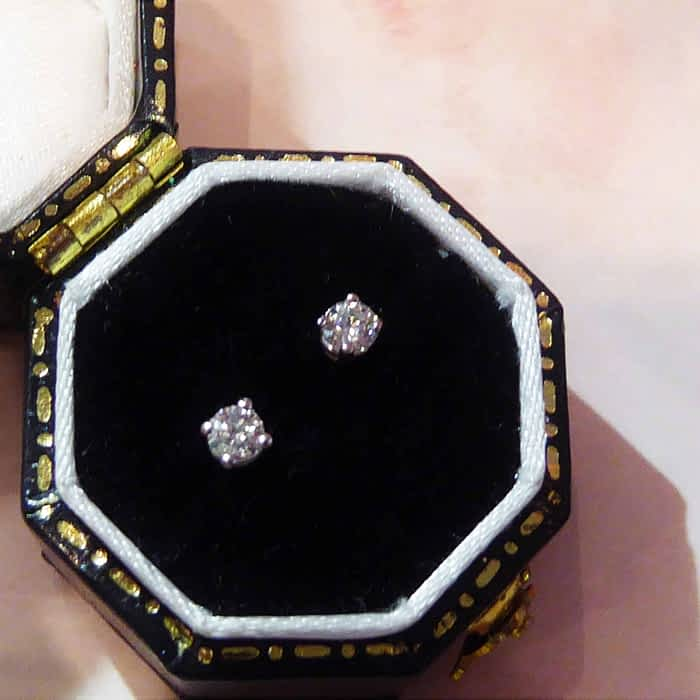 18ct white gold and diamond stud earrings approx 0.18ct