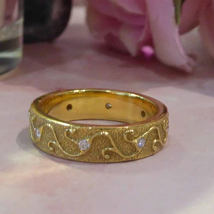 Vintage 18ct gold and diamond ring