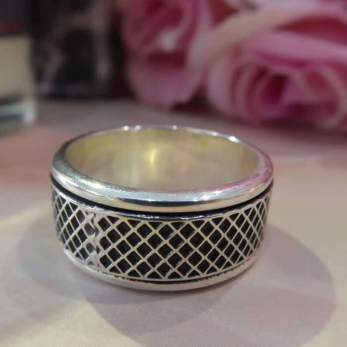 silver criss cross detail band ring